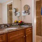 Luxury Suite Bath (t)