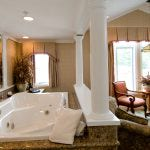 Honeymoon Arch Suite Jacuzzi